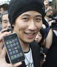 Japan thrilled with iPhone 3G
