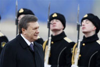 Yanukovych Comes to Moscow To Build Bridge Between Russia and the West