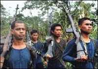 Communists seize weapons, kill an officer in Philippines