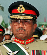 Musharraf bids his troops farewell  before standing down as army chief