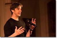 Comedian-writer Andy Borowitz makes live performance to benefit striking scribes