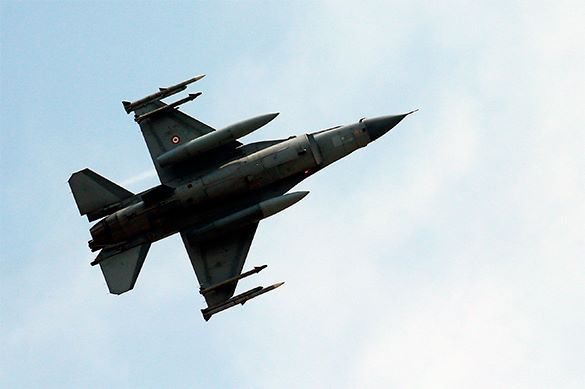 At least 20 Turkish aircraft violate Greek airspace. Turkey invades Greek airspace