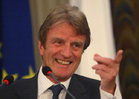 Kouchner: sanctions against Myanmar should be coupled with incentives