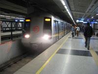 6 Killed & 15 Injured in Metro Accident in Dehli