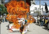 Palestinians burn model of Israeli prison