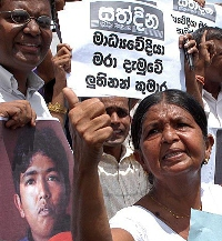 Sri Lanka journalists stop reporting on fighting