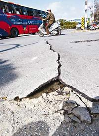 Two moderate earthquakes strike near Taiwan