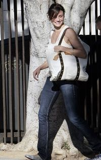 Actress Cameron Diaz committs fashion crime in Peru