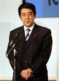 Japanese PM's approval rating rises