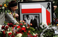 Russia Confirms Four Servicemen Stole Bank Cards at Kaczynski's Air Crash Site