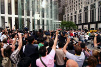 Apple Store Gets Ready to Take Orders for iPads