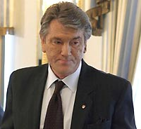 Ukraine's Yushchenko threatens to pull out parliament