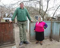 World's Tallest Man Leonid Stadnyk Keeps No Mirrors in His Home