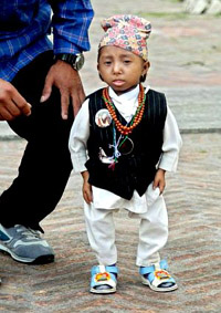 World's smallest man greets the world