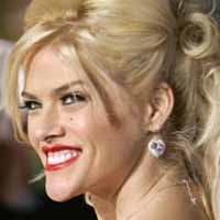 Judge orders body held in Anna Nicole Smith's baby paternity case