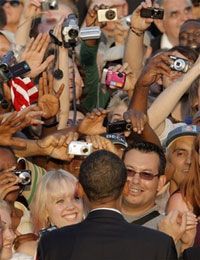 Barack Obama brings his message to thousands of Berliners