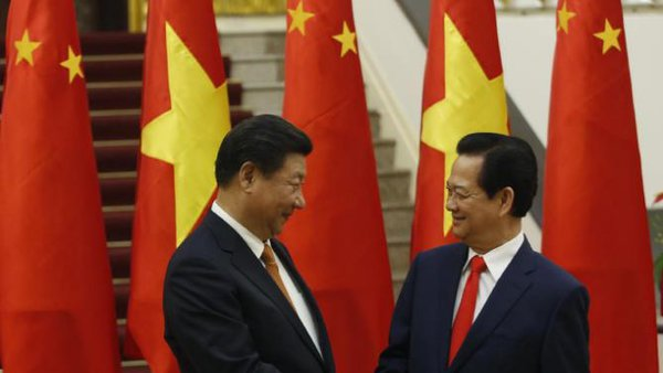 China's Xi Jinping rejuvenates ties with Vietnam. Chinese president in Vietnam