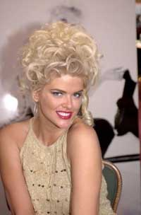 Post-mortem legal war occurs over Anna Nicole Smith's body