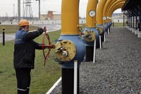 Russia resumes pumping oil to Europe via Belarus