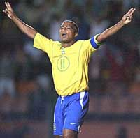 Romario will wait to score 1,000th career goal at Maracana