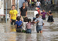 Doctors prepare to fight waterborne disease in flood-hit southern Nepal