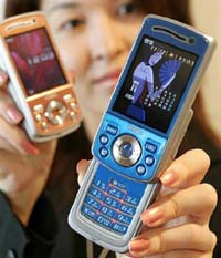 New Japanese cell phone to increase national fertility rate
