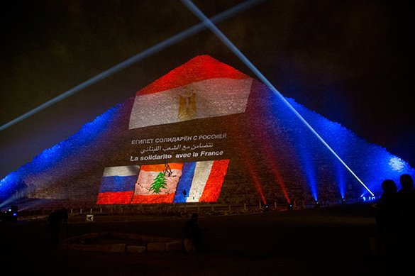 Flags of Russia, France and Lebanon appear on Giza pyramids. Giza piramids