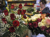 Man gives his wife million scarlet roses as apology. 46775.jpeg