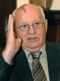 Gorbachev warns against whitewashing Stalin's crimes