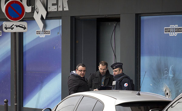 Special operation in Paris: Terrorists show strong resistance to police. Special operation in Paris