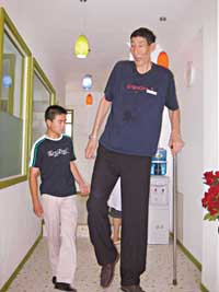 After searching high and low, world's tallest man marries