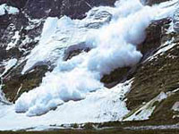Avalanche kills 8 villagers, hundreds leave their homes