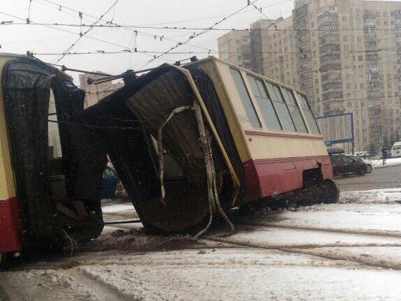 Tram breaks into two in St. Petersburg. 59814.jpeg
