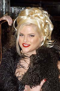 Anna Nicole Smith checked into Bahamas hospital with pain in her side