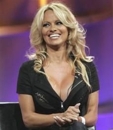 Pamela Anderson in Japan to raise AIDS awareness