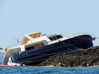 Russian tourist crashes his yacht at island in Croatia. 47844.jpeg
