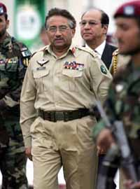 Pakistan's Musharraf accepts Supreme Court reversal of his suspension of chief justice