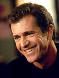 Mel Gibson receives award from Latino business organization