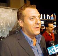 Actor Tom Sizemore settles lawsuits