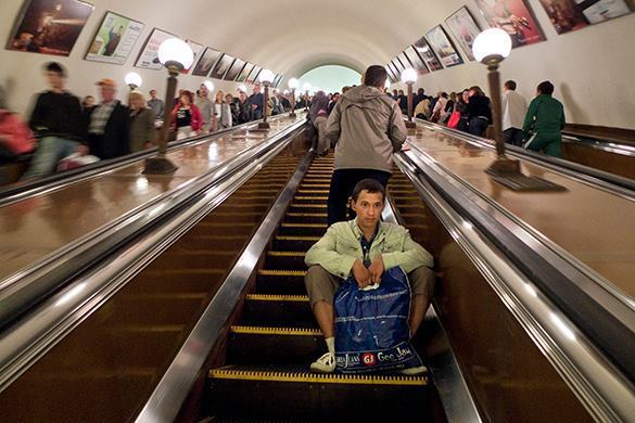 World's oldest escalators removed after 71 years of service at Moscow Metro. Oldest escalators at Moscow Metro removed