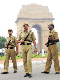 Indian policemen kill two businessmen
