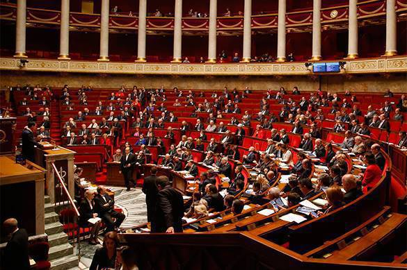 Historical vote: France stands for lifting of anti-Russian sanctions. France