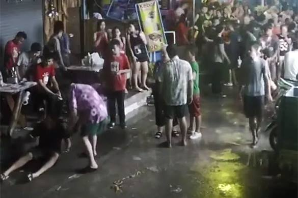 Thai crowd beats hell out of British retirees. 57883.jpeg