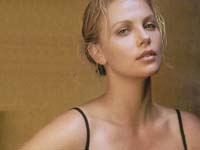 Charlize Theron knows what's on gays' minds and receives an award from them