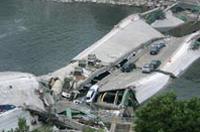 Minneapolis bridge collapses killing at least 7