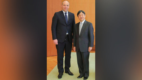 Ukrainian politician unzips his trousers for official photo with Japan's Crown Prince. 59889.jpeg