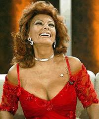 Sofia Loren, 72, to show striptease if Napoli wins