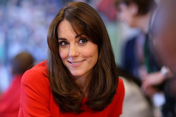 British Prince refuses to give Canadian PM high five. Kate Middleton