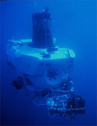 Russian mini-sub descend toward seabed under North Pole