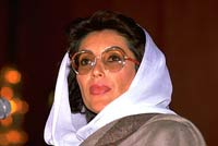 Former Prime Minister Benazir Bhutto changes mind, flying to Dubai